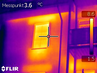 Thermografie einer Fassade - Thermische Mängel