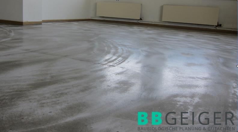Fertig maskierter Boden (Vorspachtel, Spezialfolie 5-lagig und Endspachtel geschliffen) nach PAK-Sanierung